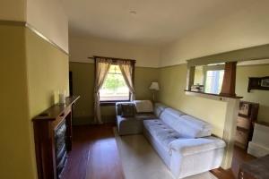 145 Rendall street, Victoria, v8v2h6, 3 Bedrooms Bedrooms, ,1 BathroomBathrooms,Upper Suite,Residential,Rendall street,2473