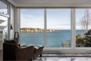 305 King George Terrace, Victoria, v8s2j8, 4 Bedrooms Bedrooms, ,4 BathroomsBathrooms,House,Residential,King George Terrace,2585