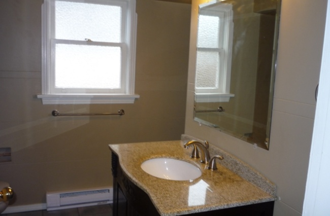 1216 Hillside Ave, Victoria, V8T 2B2, 2 Bedrooms Bedrooms, ,1 BathroomBathrooms,Upper Suite,Residential,Hillside Ave ,1563